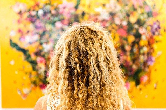 migliore-schiuma-per-capelli-ricci