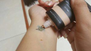 fondotinta-copri-tatuaggio